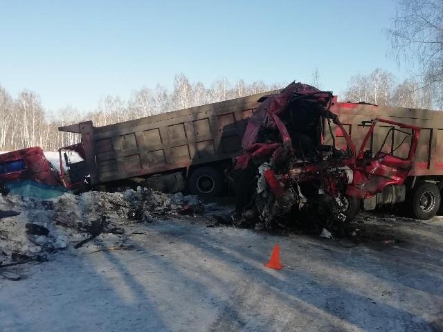 В Челябинской области водитель грузовика протаранил коллегу: пострадали оба