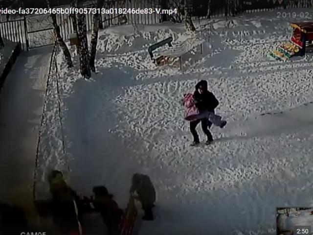 На Южном Урале девочка едва не погибла на прогулке в детском саду