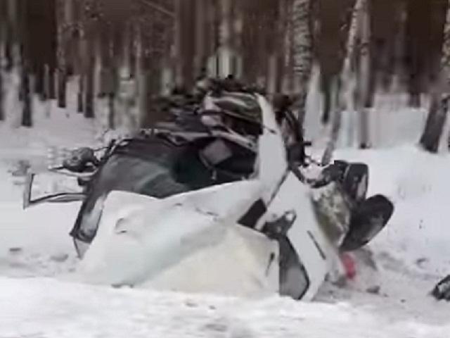 «Газель» превратилась в груду железа на трассе в Челябинской области