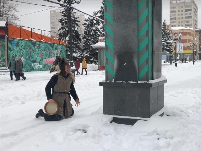 В Челябинске на Кировке шаман попал в объективы видеокамер