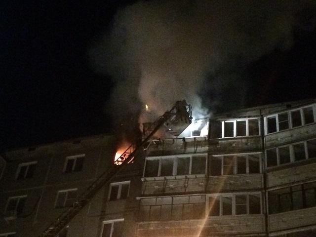 Пожарные ликвидировали возгорание в челябинской многоэтажке