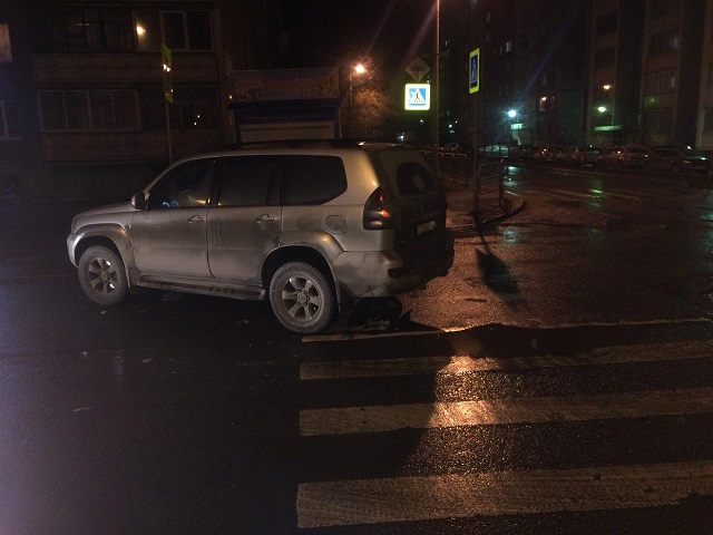 Увезли на скорой: на Южном Урале водитель Land Cruiser сбил девушку