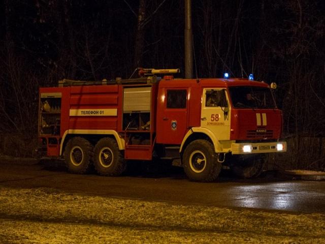 Миасские пожарные тушили грузовик