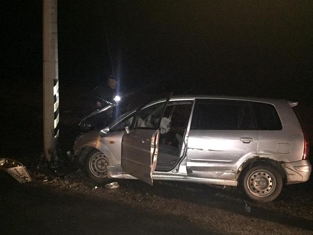 Женщина за рулем иномарки погибла после столкновения с электроопорой в Челябинской области
