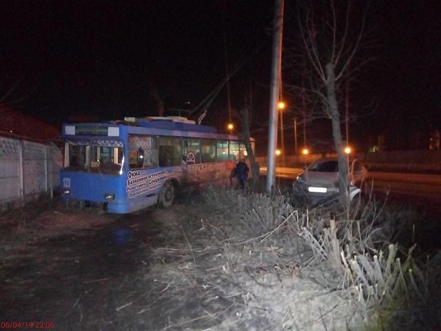 В Челябинской области женщина за рулем иномарки врезалась в троллейбус