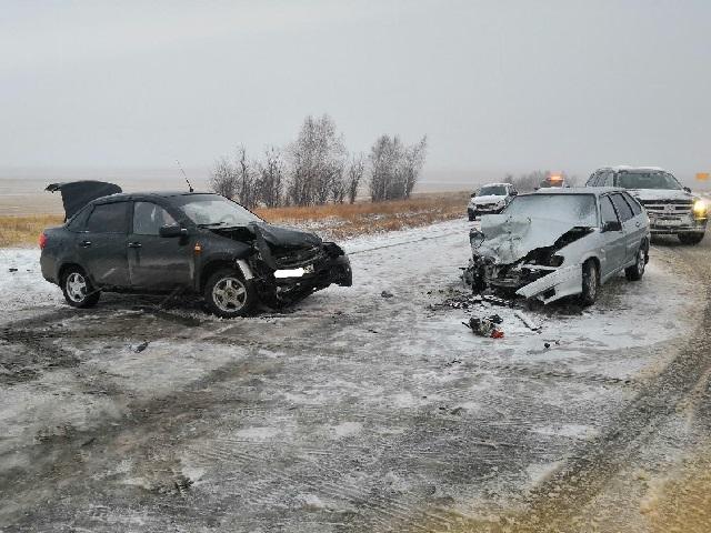 Молодой водитель спровоцировал лобовое ДТП, в котором пострадала женщина