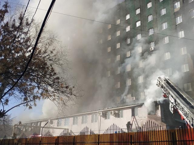 В Челябинске горело здание бизнес-центра