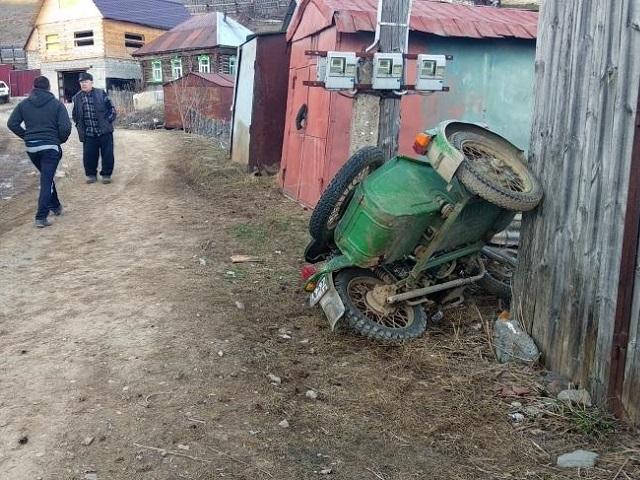 В Ашинском районе мужчина едва не погиб после поездки на мотоцикле с нетрезвым товарищем