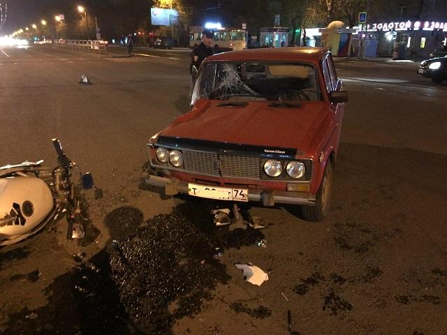 В Челябинске мотоциклист и пассажирка легковушки попали в больницу после ДТП