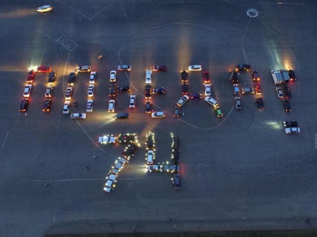 Автомобилисты поздравили южноуральцев с Днем Победы