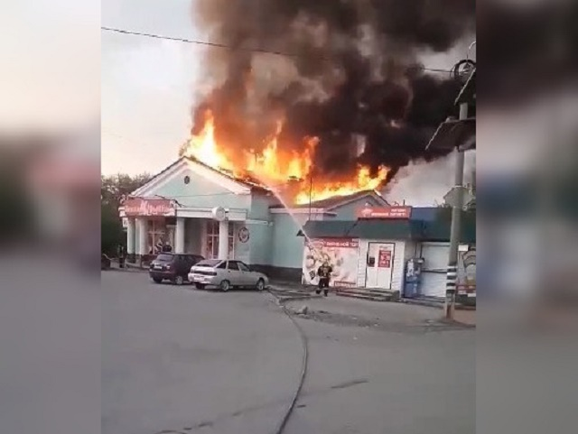 В Челябинской области сгорел рыбный магазин