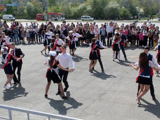 «Школьный вальс» закружит около 500 молодых миасцев