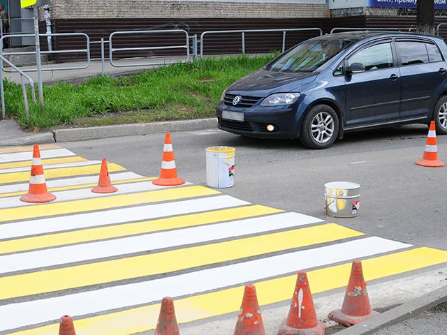 В Миассе ремонтируют и чистят дороги, обновляют «зебры»