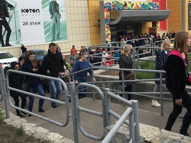 Южноуральцев массово эвакуировали из ТРК