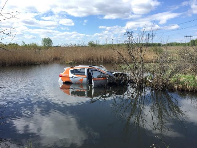 Южноуралец взял напрокат авто и утопил в реке