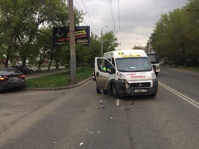В Челябинске женщина за рулем попала в больницу после тарана маршрутки