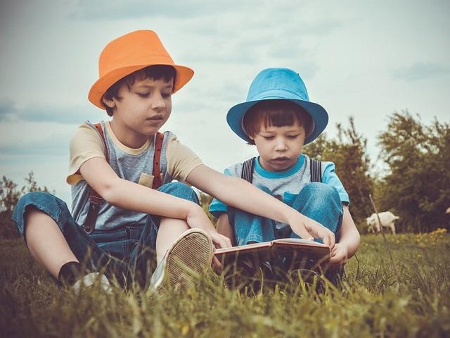 Внеклассное чтение: 20 увлекательных книг для детей и их родителей