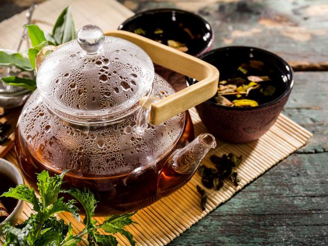 В популярных марках чая нашли кишечную палочку и плесень
