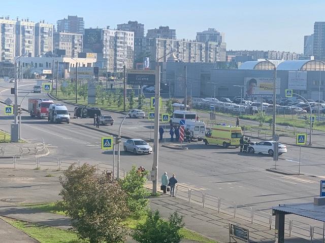 В Челябинске не смогли поделить дорогу Volkswagen и Toyota
