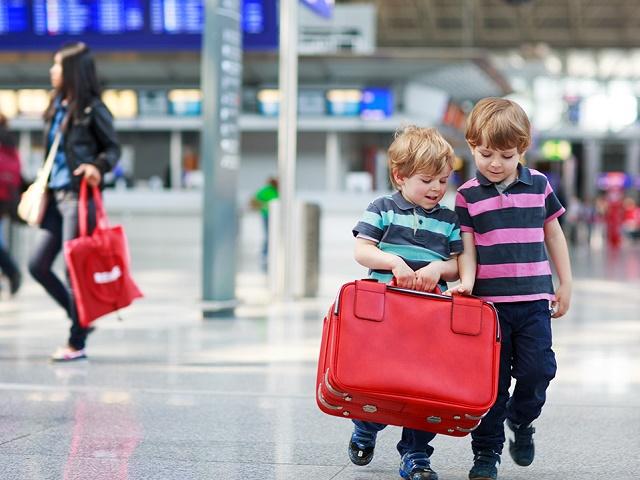 В России изменили правила выезда детей за границу