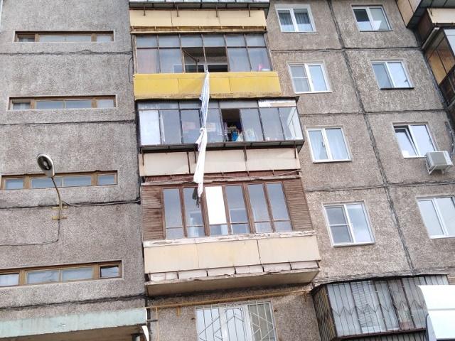 Южноуралец сорвался, спускаясь с балкона по простыням
