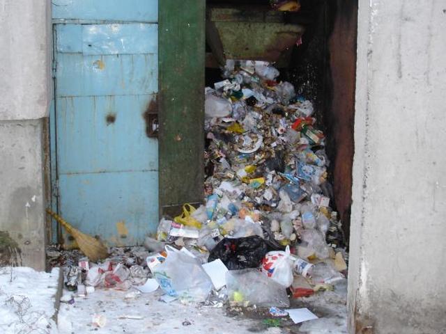 Куда миасцам жаловаться, если в домах переполнены мусорокамеры