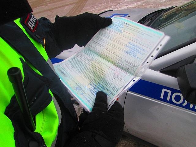 В России планируют лишать водителей прав за езду без ОСАГО