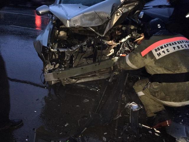 Шестеро госпитализированы: на Южном Урале 18-летний водитель «ВАЗа» протаранил встречную иномарку