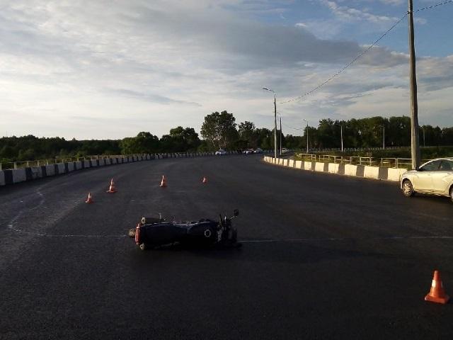 Не вписался в поворот: в Челябинске разбились водитель и пассажир мотоцикла