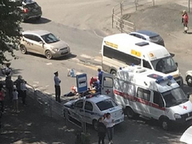 На месте реанимация и скорая: в Челябинске водитель иномарки сбил девочку