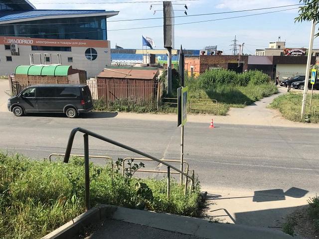 В Миассе водитель минивэна насмерть сбил женщину