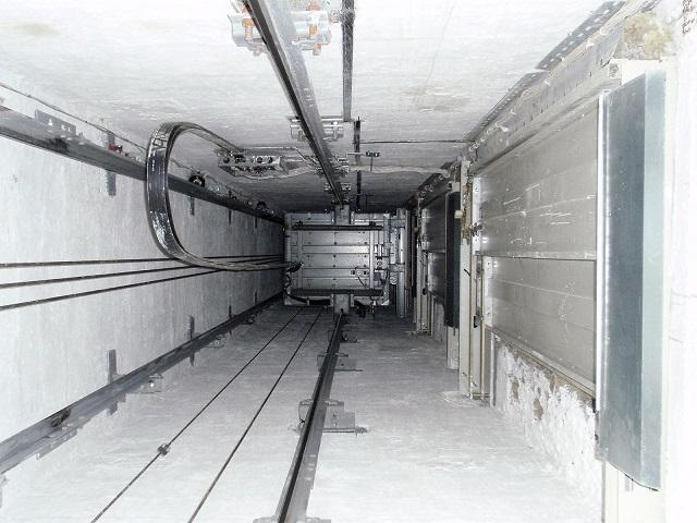 Рабочий из Челябинской области погиб, упав в шахту лифта