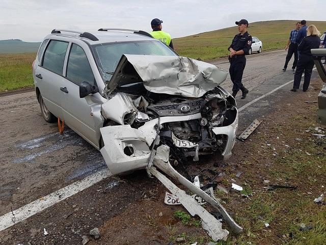 Жуткое лобовое ДТП унесло жизни двух человек в Челябинской области