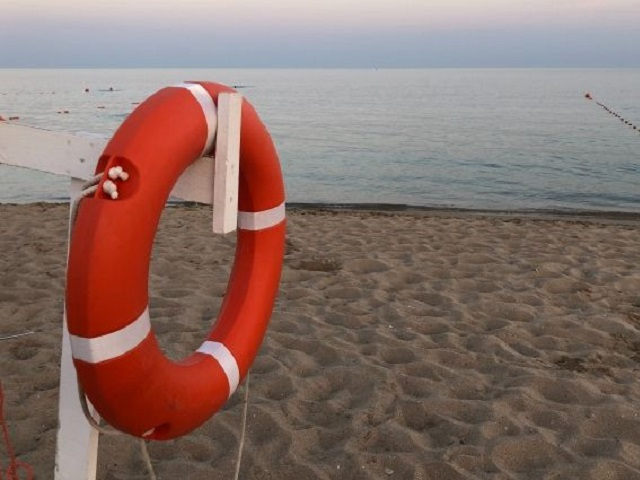 Остался без присмотра: на озере в Челябинске спасли двухлетнего ребенка