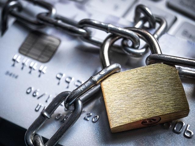 Банки предложили блокировать карты при получении подозрительных платежей