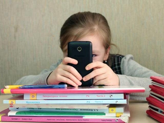 В школах России могут ограничить использование мобильных телефонов