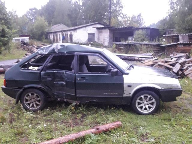 На Южном Урале автомобилистка врезалась в столб и бросила раненого парня на месте ДТП