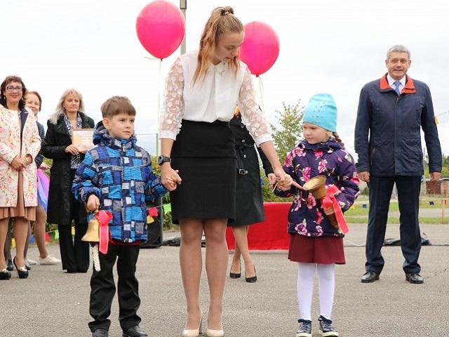 Глава Миасса поздравил учеников школы №21 с Днем знаний