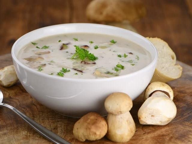 Суп с сушеными белыми грибами и сливками