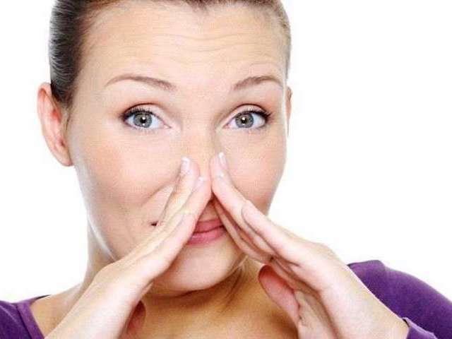 Врач назвал продукты, вызывающие неприятный запах тела