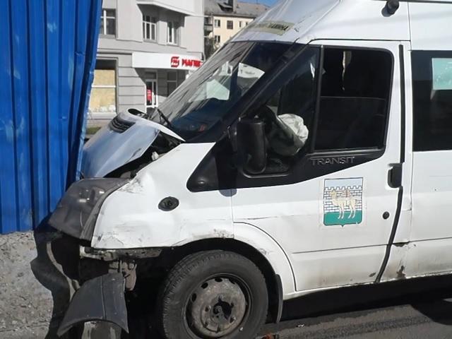 11 пассажиров пострадали: на Южном Урале маршрутка влетела в бетонное ограждение