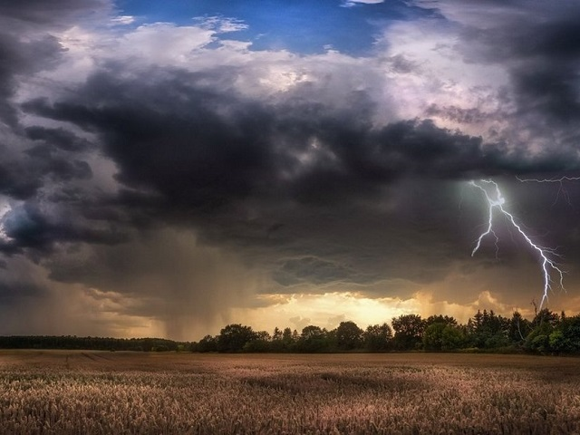 Экстренное предупреждение МЧС: Южный Урал накроет буря с грозой и сильными ливнями