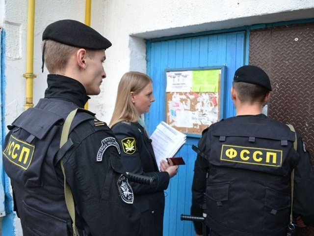 В России судебным приставам могут разрешить взламывать двери в рамках проверок