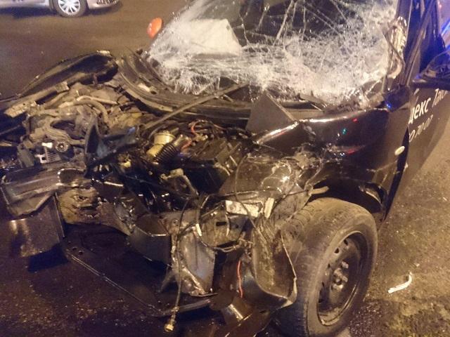 В Челябинске водитель и пассажир такси пострадали в ДТП с фурой