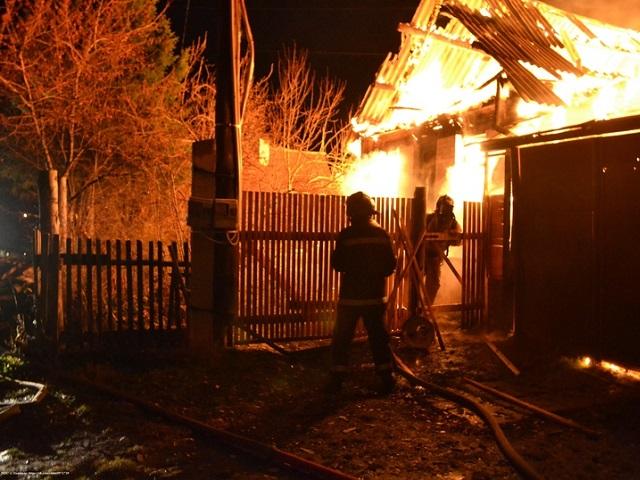 Тела матери и сына найдены на пепелище сгоревшего дома в Челябинской области