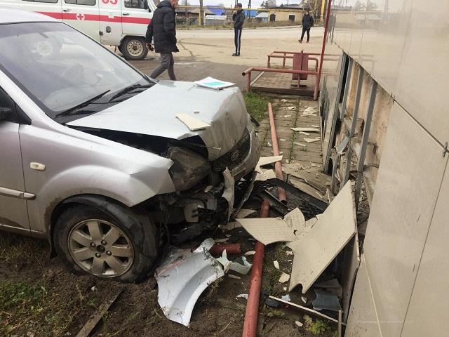 Поехал за спиртным: в Ашинском районе нетрезвый водитель протаранил стену магазина