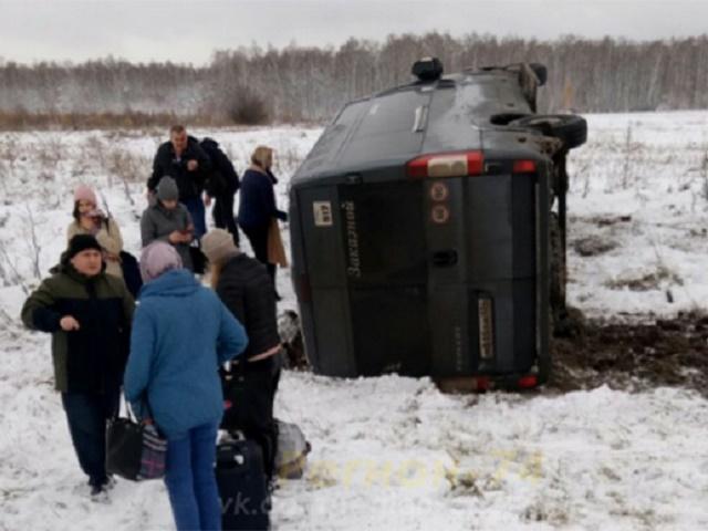 В Челябинской области перевернулся микроавтобус с пассажирами