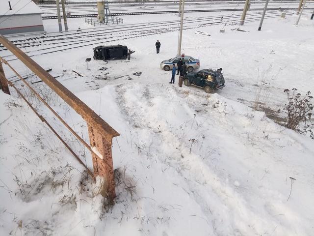 Южноуральский автомобилист опрокинул автомобиль около железной дороги