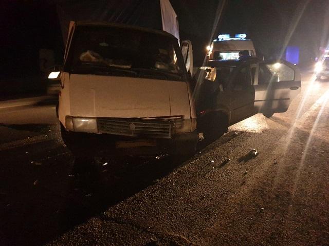 Несовершеннолетняя пассажирка и водитель легковушки пострадали в ДТП на Южном Урале