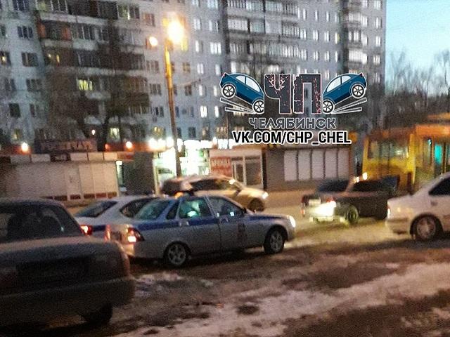 В Челябинске Mitsubishi врезался в троллейбус
